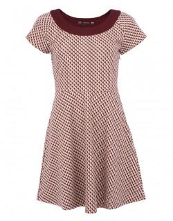Vínové šaty se vzorem