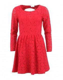 Červené krajkované šaty