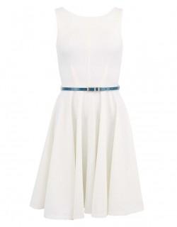 Bílé šaty se zeleným páskem