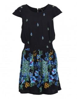 Tmavé šaty s elegantním pavím vzorem