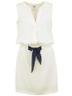 Bílé šaty s černým páskem